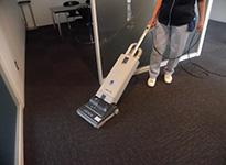 カーぺット床の掃除機掛け